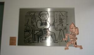 ハツメイハッチャン(武井武雄・童画家絵) 材質:ステンレス、銅/仕上:ステンヘアーライン ライン凹彫、銅板凹彫 200㎝×150㎝